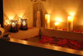افكار لعيد الزواج وطرق تزيين حوض الاستحمام